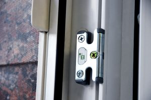 professionalnyj remont i zamena furnitury okna 01 2