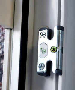 Профессиональный ремонт и замена фурнитуры окна_01