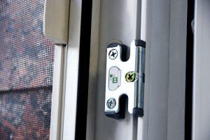 professionalnyj remont i zamena furnitury okna 01