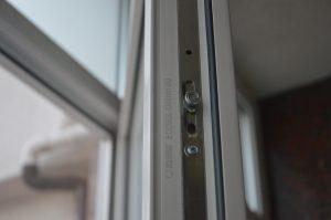 professionalnyj remont i zamena furnitury okna 05