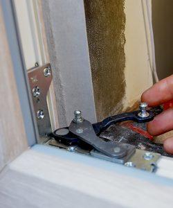 ремонт и замена фурнитуры окна