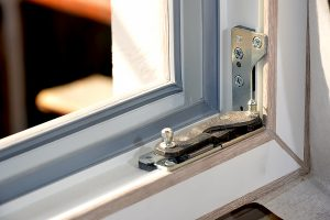 remont i zamena furnitury okna 02 2
