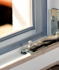 ремонт и замена фурнитуры окна_02