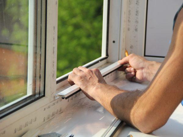 kak-pravilno-vstavit-plastikovoe-okno-600x450