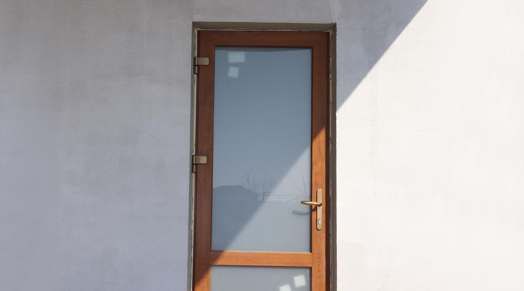 дверь пластик входная